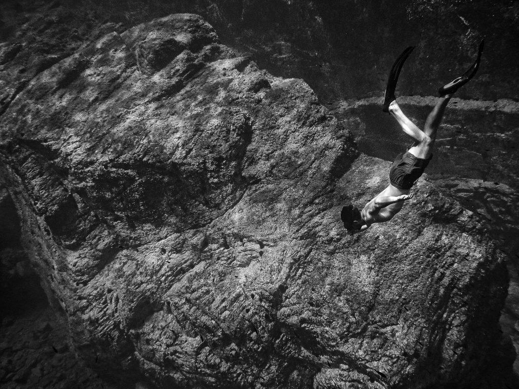 Стихотворение дълбочина – Иван Петров